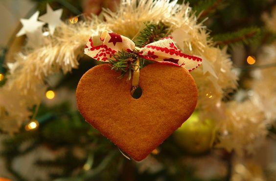 Lebkuchenherzen: Auch für eine Hochzeit zu Weihnachten ein toller Hingucker! :) Sie können auch beschriftet werden und sind tolle Gastgeschenke!