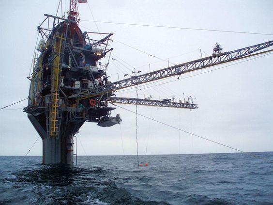 actualites  flip5 FLIP (Floating Instrument Platform), le seul navire qui peut opérer horizontalement et verticalement.