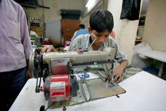 Vele kinderen, overal terwereld moeten aan een hele laag loon vele uren werken. Dat zijn er in India alleen al 4 miljoen! -kinderarbeid -artikel