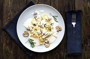 Las setas van genial con la pasta y más si los incluimos en una salsa cremosa como la de esta receta para aderezarla.