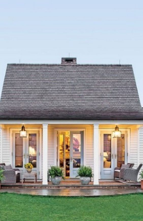 5 Minimalist House With Farmhouse Style Decortheraphy Com Cottage House Exterior Tiny House Plans Small Cottages Small Cottage Homes