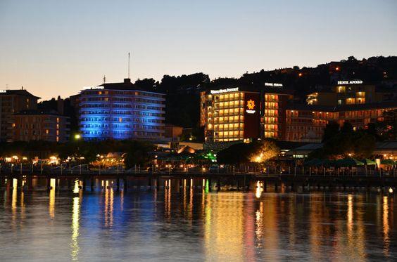 Urlaub in Slowenien am Meer Portoroz by Night http://linkson.de/intro/bellavista