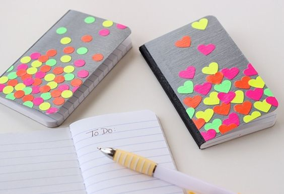 Libreta decorada con colores neon 1