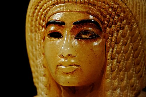Egyptian antiquary shows image of the wife of Pharoah Akhenaten