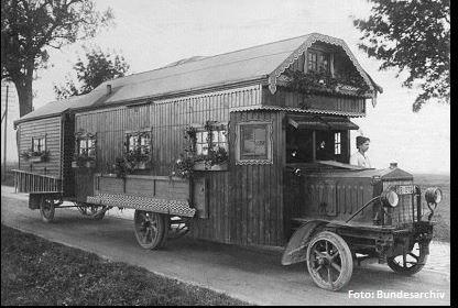 Wir finden das Bürstner sich diese Vorlage einmal genauer ansehen sollte. Mit Blumenkasten und Balkonschmuck. Caravan Inspirationen von 1922! Das Caravan Modell im nächsten Jahr?