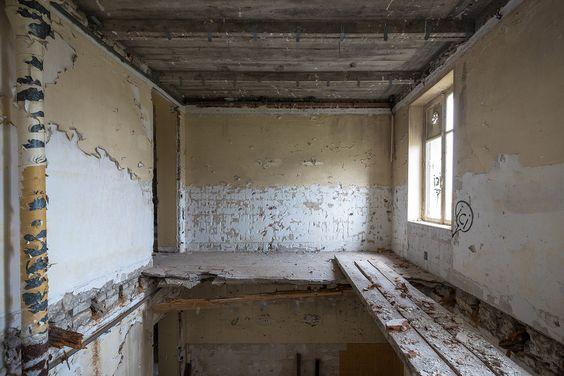 Prologue: Abandoned hotel.