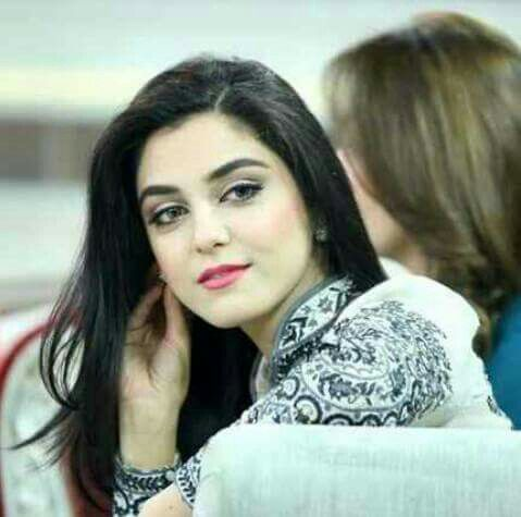 Cute Pakistani Actress Maya Ali Romance with SRK video leaked