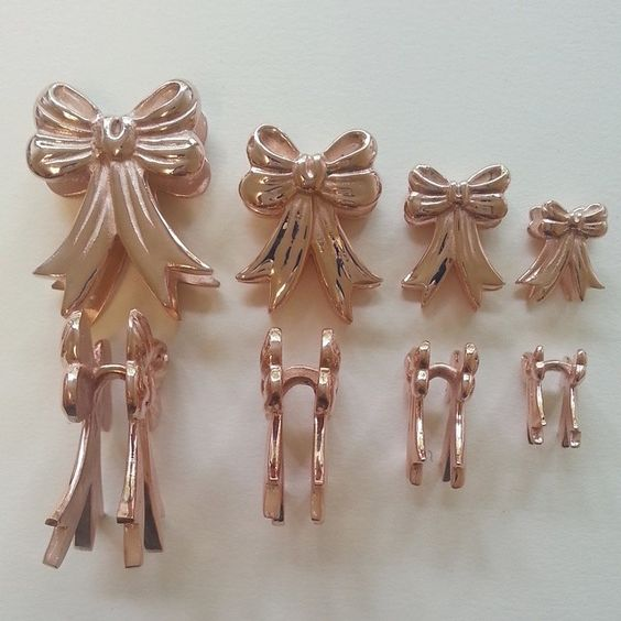 Ribbon Weights in rose gold plating.