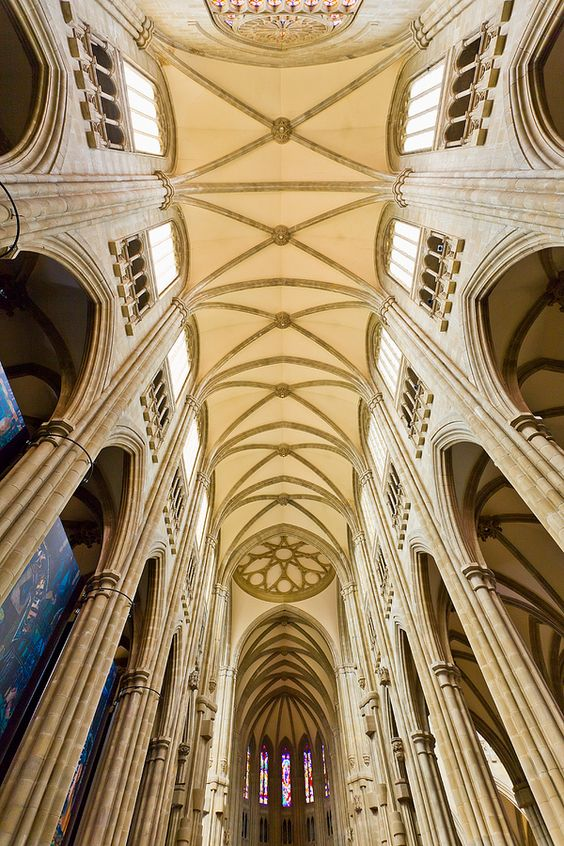 Catedral de Santa Maria Vitoria Gasteiz by Paco F. Ruiz on 500px No todas las obras de arte expresan un punto de vista individual