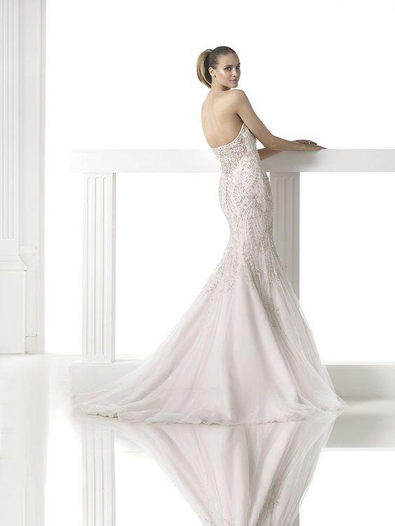 Brautkleid aus der Pronovias Brautmoden Kollektion 2015 :: bridal dress from the Pronovias collection 2015