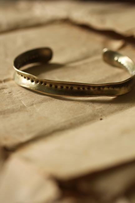 Brass Frill Bangle M - Dot | IRRE
