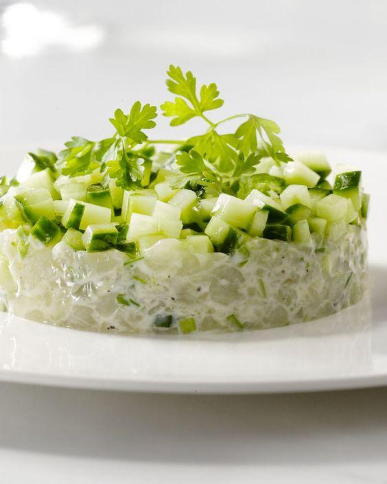 Heerlijk fris, deze tartaar van coquilles en komkommer. Lekker met een fris glaasje witte wijn.