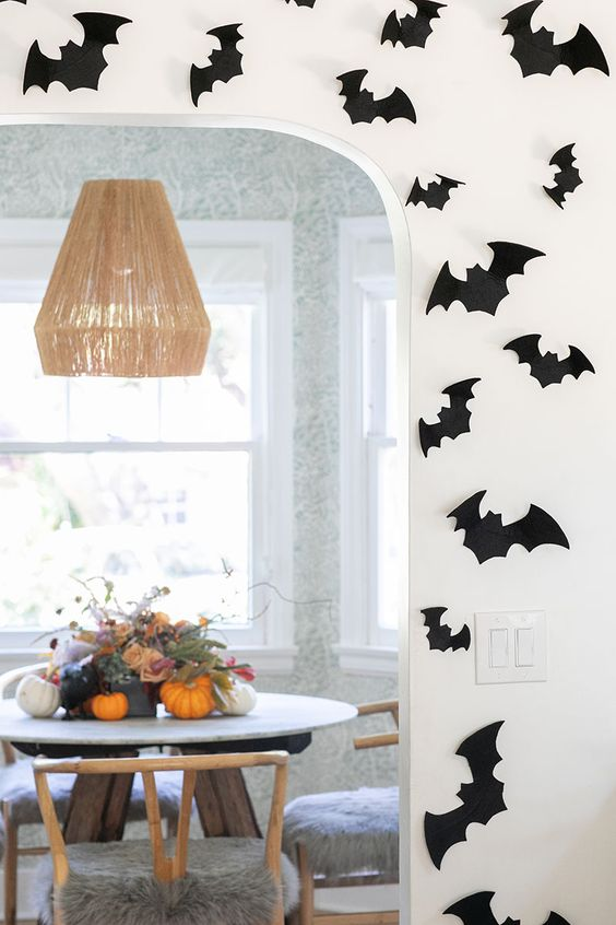 Looking to decorate your home for Halloween on a budget? Sharing 6 of my favorite inexpensive ideas and items that will turn your home into a spooky haunted house without breaking the bank! #Halloween #Decorations #Cheap #Affordable #Spooky #Home #October #Skulls #Pumpkins #Spiders #Decor