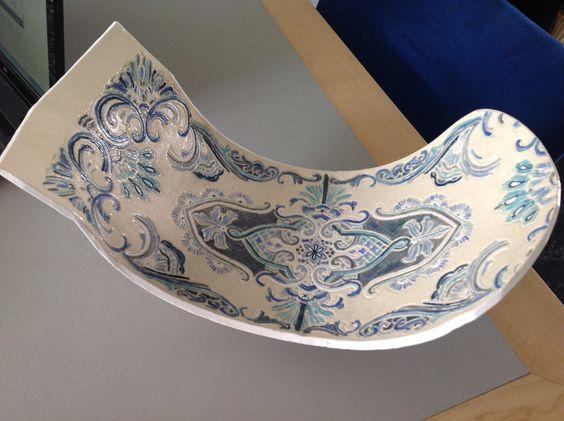 Schaal keramiek handvorm 33 cm  op voet