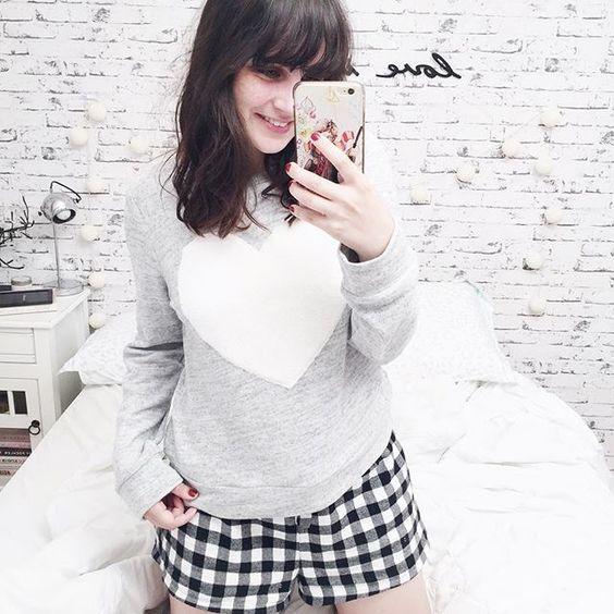 Nops! Não está frio pra dormir assim, mas eu queria muito fotografar esse pijama lindo de coração só pra sonhar com Outono/Inverno haha