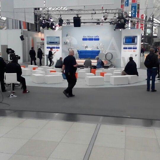 Noch ist das #blaue #Sofa verwaist zur #lbm15, #Buchmesse in #Leipzig. Das wird sich noch ändern.