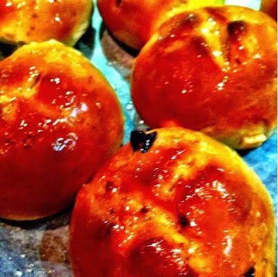 Life at 139a: 52 Cookbooks #15: Hot cross buns
