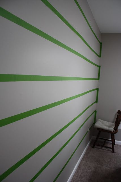 Paint stripes how to paint and stripes on pinterest for Easy wall painting techniques
