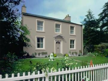 House front exterior in Dulux Goosewing paint