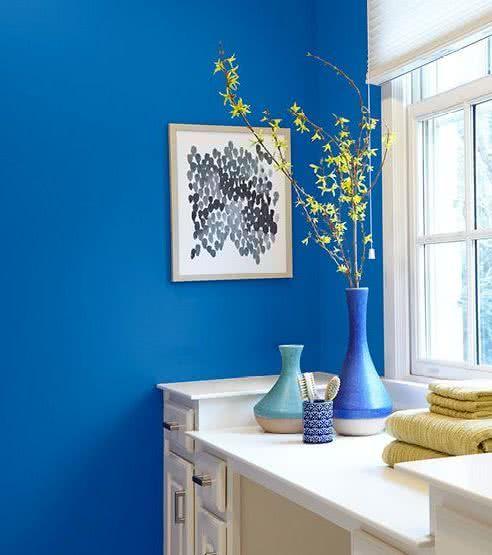 Paredes Azur Tocador Blanco Con Jarrones En Tonos Azules Ocean Color Palette Decor Home Decor