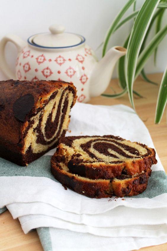 La recette du marbré élaboré avec la base d'un gâteau au yaourt de grand-mère. Simple et moelleux, idéal pour un goûter régressif !