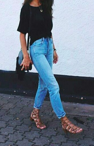 black tee + levis icon jeans