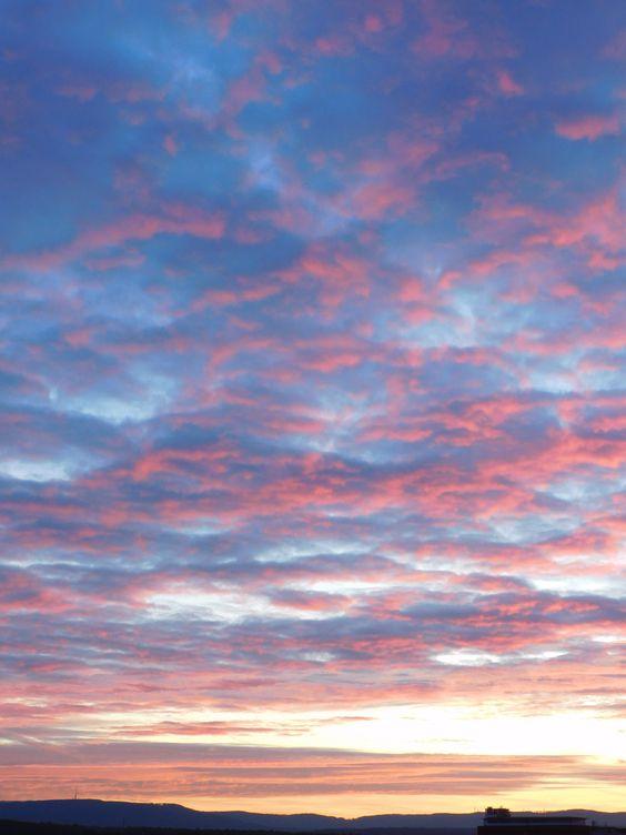 Sonnenaufgang in den schönsten Rosa-Tönen ...