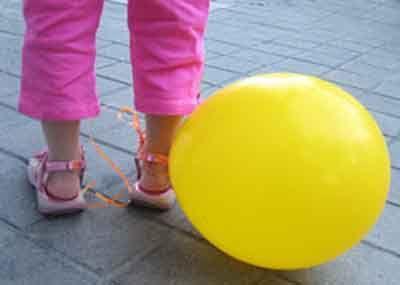 15 juegos de animación para tus fiestas infantiles - pisar el globo