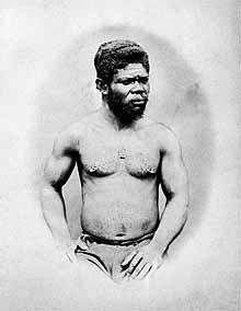 Retrato de negro, tirado entre 1860 e 1870, no Rio de Janeiro, numa época em que os negros eram excluídos das imagens oficiais, mesmo somando de dois quintos à metade da população do império