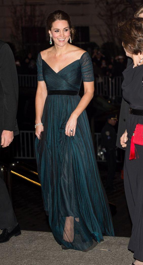 Pin for Later: Les Robes les Plus Glamour Portées Par Kate Middleton  Portant une tenue signée Jenny Packham au dîner organisé pour le 600ème anniversaire de l'Université St. Andrews en Décembre 2014.