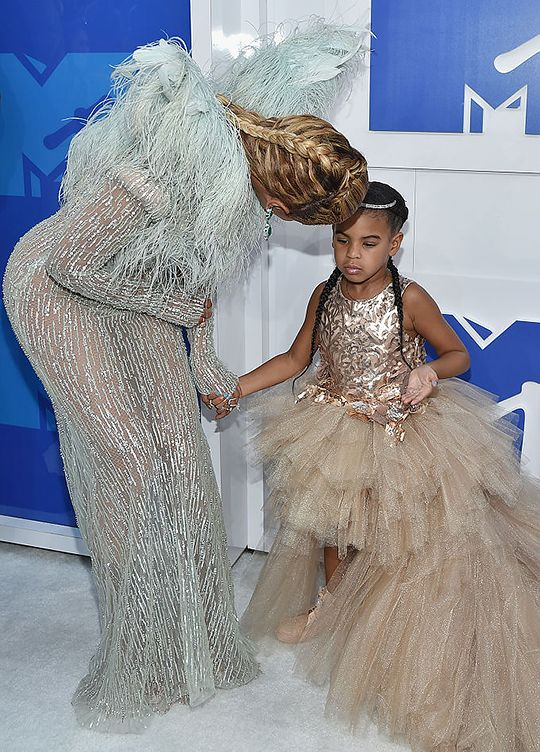 """""""Mom, remind me once again what I am doing here?"""" Beyoncé & Blue Ivy MTV Video Music Awards 2016"""