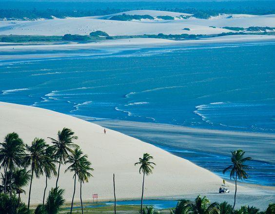 Jericoacoara, Ceará Situada no litoral cearense, a 300 km de Fortaleza, a praia…