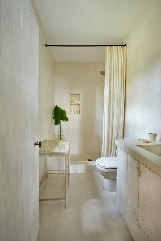 Calvin Klein's #plasterwalls in beautiful bathroom with #minimaldecor by #Axel Vervoordt