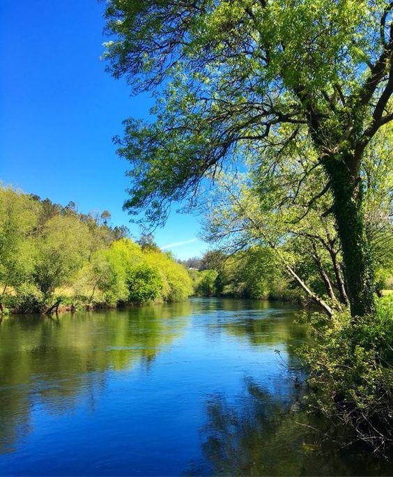 La playa fluvial de Tapia, uno de los entornos naturales idóneos para el ocio acuático y el reposo #Ames #Galicia #SienteGalicia #GaliciaCalidade     ➡ Descubre más en http://www.sientegalicia.com/