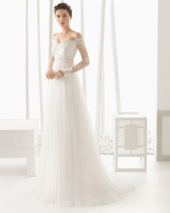 DOMINIC vestido de novia con cuerpo de encaje rebrodé y chantilly pedrería con falda de tul.