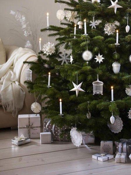 Der Weihnachtsbaum braucht einen festen Stand, bevor Sie ihn dekorieren. Wir haben passend dazu fünf Tipps für gute Christbaumständer.