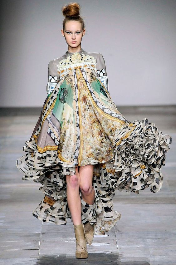 Mary Katrantzou // I love this dress (what a fantasy!) but absolutely hate the color on the knees, makes it look like the model is bruised (?)