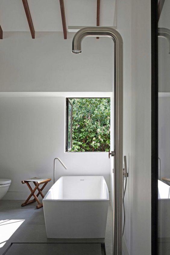 Baños Con Ducha Abierta:baño con bañera exenta de diseño, zona de ducha abierta con
