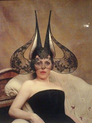 Isabella Blow and a Phillip Treacy hat