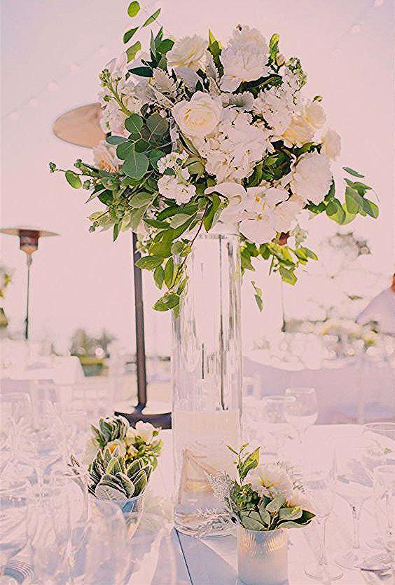 سحر الأبيض في باقات الزهور لا يضاها سواء في المتزل أو لتزيين طاولات الحفلات White أبيض مجوهرات اكسسوارات فستان حذاء Shoes Glass Vase Arrangement Vase