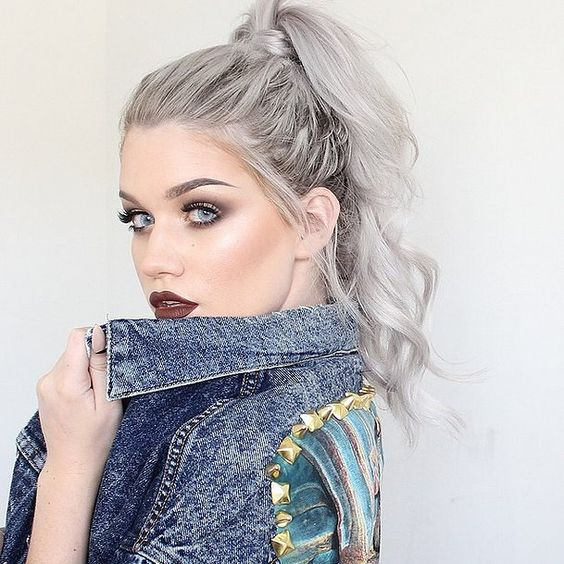 Can't get enough of this silver hair and flawless brow combination.