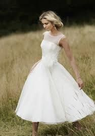 The idea of a short wedding dress starts to grow on me. This is so beautiful.