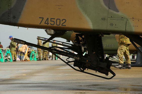 El cañón automático M230 de 30 mm montado en un Apache.
