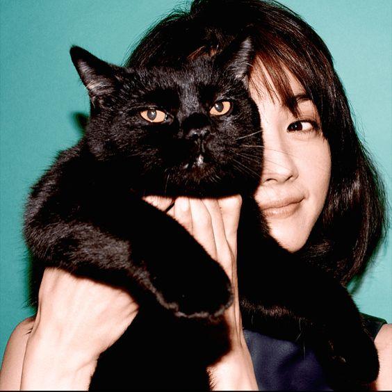 黒ネコと満島ひかり