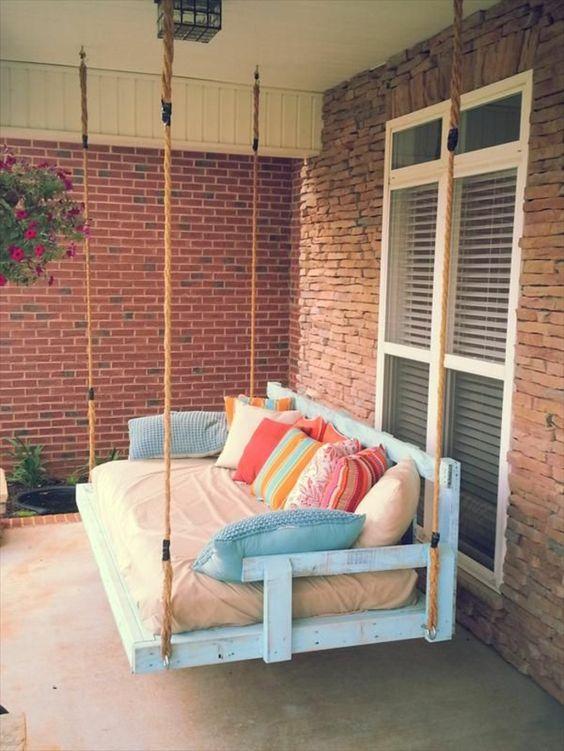canape palette de jardin, design pas cher, fabriquer des meubles avec des palettes