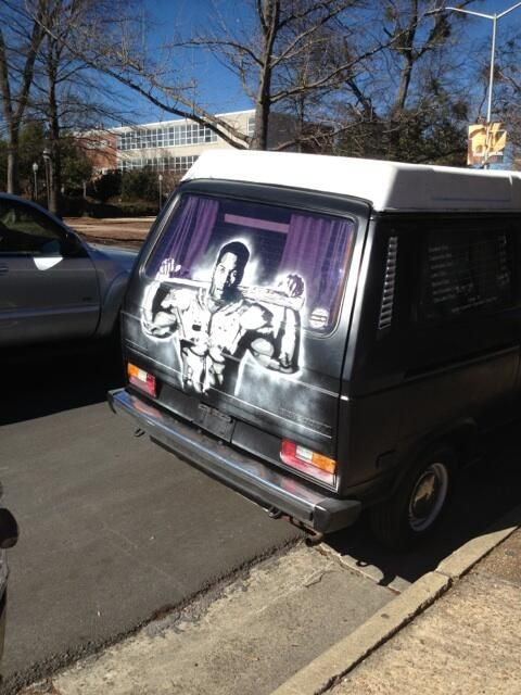 Van airbrushed with awesome Bo Jackson 'Ballplayer' poster graphic driving cruising around Auburn | The War Eagle Reader