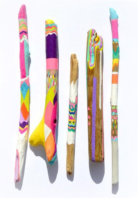 Peinte de bois flotté - Art Collection - Photo Prop, décor de plage, Neon couleurs, modèle - Stripes, Triangles, flèche, tresses, plume, Chevron