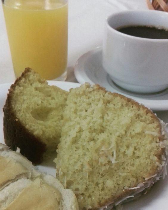 Café da manhã de hotel é sempre um delicinha. Pode ser o mais simples, mas me ganha com suco natural de laranja e café fresco.