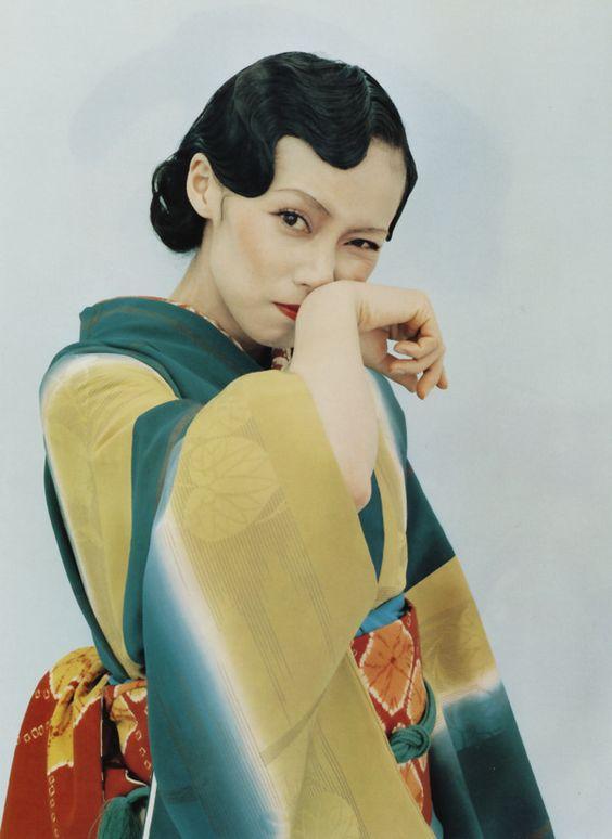 中谷美紀かっこよく着物を着こなす美しい画像