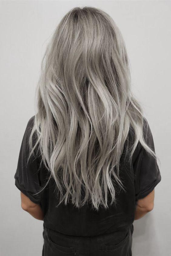 coiffures vie boheme femme cafe diffrent blondes naturellement tremendous tresses cheveux blonds couleurs longs cheveux gris - Coloration Sur Cheveux Dcolors